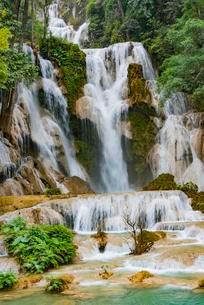 Big Waterfall with cascades, Tat Kuang Si Waterfalls, Luangの写真素材 [FYI02340763]