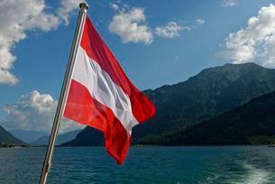 Austrian flag on boat, Lake Achen, Tyrol, Austria, Europeの写真素材 [FYI02340771]