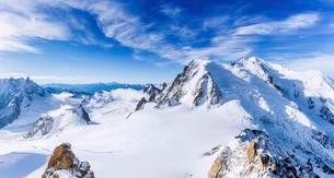 Snowy Mont Blanc, Chamonix, France, Europeの写真素材 [FYI02340793]