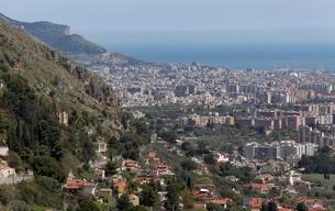 View of the bay of Palermo, from Monreale, Palermo, Sicilyの写真素材 [FYI02340817]