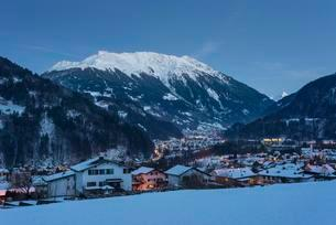 Montafon main valley in the evening, view of Schruns asの写真素材 [FYI02340831]