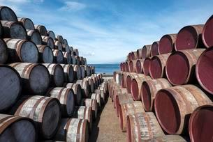 Whisky barrels, Islay, Inner Hebrides, Scotland, Unitedの写真素材 [FYI02340835]