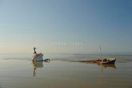 Shipwreck, Sulina branch, Danube Delta, estuary into Blackの写真素材 [FYI02340869]