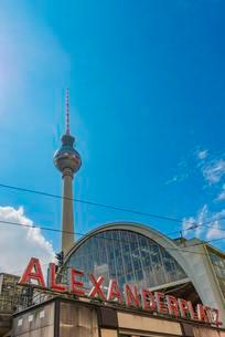 City Train Station Alexanderplatz with television towerの写真素材 [FYI02340890]