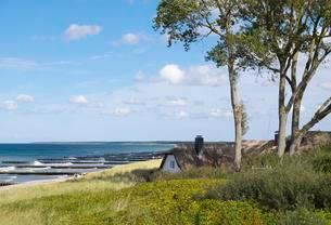 Thatched cottage, Baltic Sea beach, Ahrenshoop, Fischlandの写真素材 [FYI02340915]