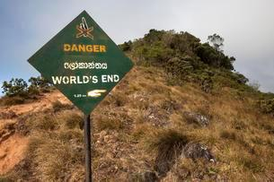 Danger sign, World's End, Horton Plains National Parkの写真素材 [FYI02340917]
