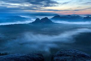 View from Kleiner Winterberg mountain to the Lorenz Stonesの写真素材 [FYI02340944]