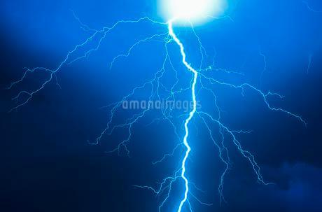 Lightning during a thunderstorm, Enger, Northの写真素材 [FYI02340945]