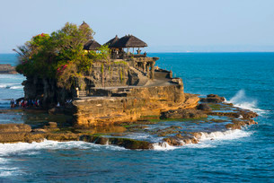 Pura Tanah Lot Temple, Bali, Indonesia, Asiaの写真素材 [FYI02340952]