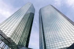 Deutsche Bank headquarters, mirrored high-rise towersの写真素材 [FYI02340953]
