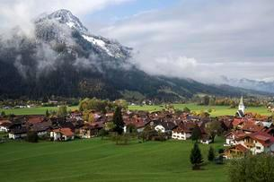 View of Bad Oberdorf, Bad Hindelang, Imberger Horn withの写真素材 [FYI02340965]