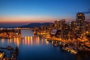 Vancouver Harbour, False Creek, Vancouver, Britishの写真素材 [FYI02340993]