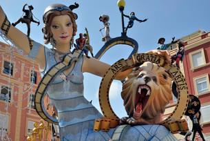Falla papier-mache figures, Fallas festival, Valenciaの写真素材 [FYI02341020]