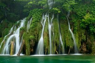 Waterfall, Plitvice Lakes National Park, Jezera, Lika-Senjの写真素材 [FYI02341026]