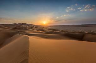 Sand dunes at sunset, Rub' al Khali or Empty Quarterの写真素材 [FYI02341057]
