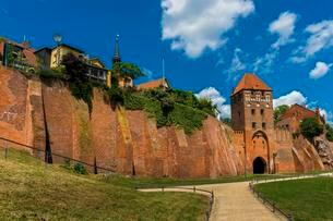 City wall and castle gate, Tangermunde, Saxony Anhaltの写真素材 [FYI02341078]