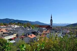 View of Bad Tolz, Isarwinkel, Upper Bavaria, Bavariaの写真素材 [FYI02341079]