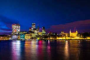 Skyline of the City of London, with the Tower of Londonの写真素材 [FYI02341099]