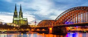 Rhine, Cologne Cathedral, Hohenzollern Bridge, Cologneの写真素材 [FYI02341111]