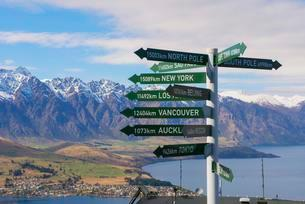 All directions sign post, Queenstown, South Island, Newの写真素材 [FYI02341123]