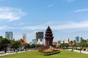 Independence Monument on Sihanouk Boulevard, Neak Banh Teukの写真素材 [FYI02341165]