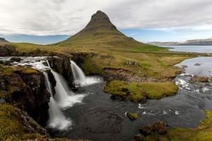 Waterfall near Grundarfjordur, Kirkjufell at the backの写真素材 [FYI02341178]