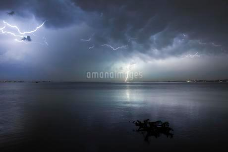 Thunderstorm with multiple thunderbolts, Lake Constanceの写真素材 [FYI02341190]