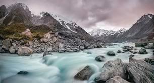 Hooker River, Hooker Valley, Rear Mount Cook, Mount Cookの写真素材 [FYI02341225]