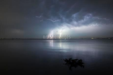 Thunderstorm with multiple thunderbolts, Lake Constanceの写真素材 [FYI02341233]
