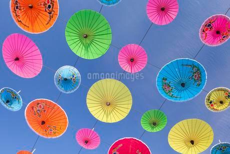 Colourful umbrellas suspended in the air at the umbrellaの写真素材 [FYI02341292]