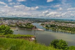 Deutsches Eck, confluence of Rhine and Moselle rivers, viewの写真素材 [FYI02341299]