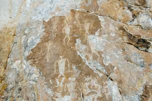 Rock painting, people, Sagan-Zaba or White Rock, Lakeのイラスト素材 [FYI02341302]
