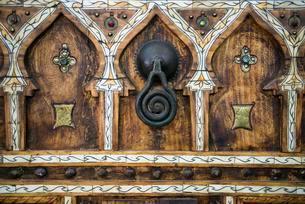 Old artfully decorated door, doorknob, historic centreの写真素材 [FYI02341303]