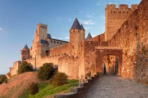 La Cite, medieval fortress city, Carcassonne, UNESCO Worldの写真素材 [FYI02341319]