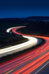 Traces of light on the A9 highway, winding road at nightの写真素材 [FYI02341332]