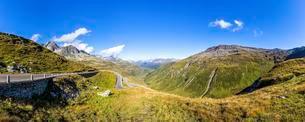 Fork Pass mountain road, Canton of Valais, Switzerlandの写真素材 [FYI02341340]