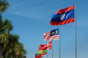 Laotian, Malay, and Danish flag in the wind, blue skyの写真素材 [FYI02341349]