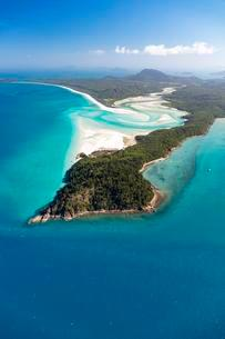 Whitehaven Beach and Hill Inlet river meanders, Whitsundayの写真素材 [FYI02341421]