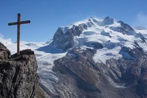 View from the Gornergrat on the Monte Rosa mountain rangeの写真素材 [FYI02341430]