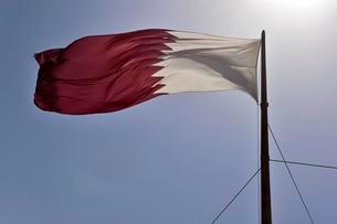 Qatar flag against a blue sky waving in the wind, Dohaの写真素材 [FYI02341481]