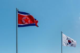 North and South Korean flags, North Korea, South Koreaの写真素材 [FYI02341491]