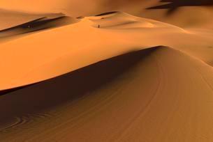 Sanddunes at Moul Naga, Tadrart, Tassili n´Ajjer Nationalの写真素材 [FYI02341510]
