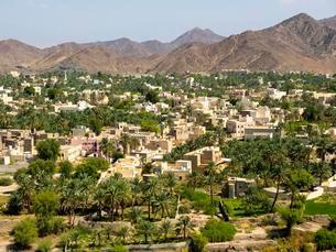 View of Bahla, oasis in Jebel Shams, Wadi Misfah, mountainの写真素材 [FYI02341521]