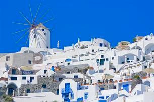 White village, Oia village, Oia, Santorini, Cycladesの写真素材 [FYI02341530]