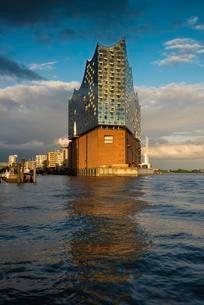 Elbphilharmonie, architects Herzog & De Meuron, Hafencityの写真素材 [FYI02341576]