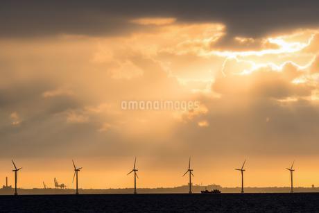 Thunderstorm over harbour, Copenhagen, Denmark, Europeの写真素材 [FYI02341583]