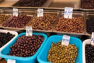 Greek olives, market hall, Central Market, Kentrikiの写真素材 [FYI02341616]