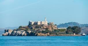 Prison island of Alcatraz in San Francisco Bay, Sanの写真素材 [FYI02341664]