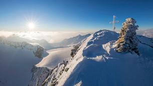 Sunrise at the Wilder Pfaff, 3456m, Stubai Alps, Tyrolの写真素材 [FYI02341678]