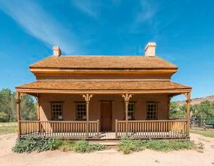 Old saloon, Ghost Town, Grafton near Springdale, Utahの写真素材 [FYI02341714]
